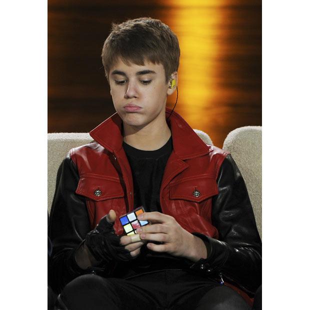 Justin Bieber Est Très Fort Au Rubiks Cube Radio Béton 936