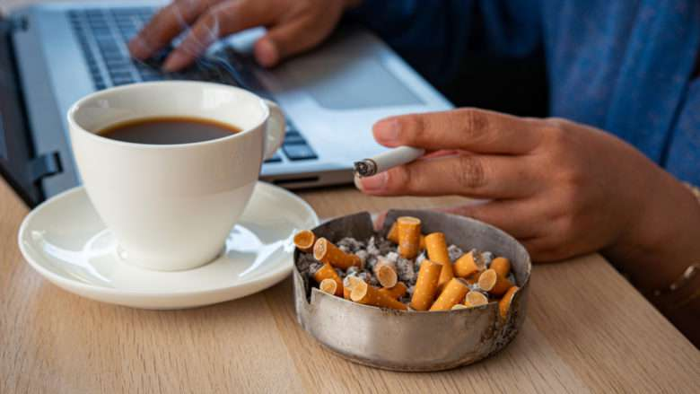 «Dans le monde du travail si tu fumes pas et si t'aimes pas le café, tu fais pas de pauses mdr»
